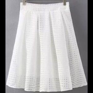 Dresses & Skirts - 🆕Eyelet mesh overlay pretty skirt with zip close